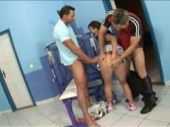 Jenny la cochonne pécho dans une salle de sport - MESVIP