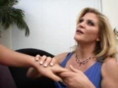 Elle drague une jeune nana - Vídeo Porno - MESVIP