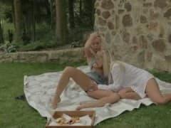Sexe lesbien dans la forêt! - Vídeos Hard - MESVIP