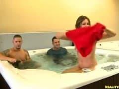 Coquines nues dans un jaccuzi! - Porno HD - MESVIP