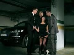 Anissa se retrouve dans un parking - Vídeo Sex - MESVIP