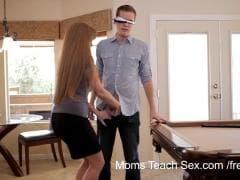 Une mère qui aide sa fille à baiser - Porno - MESVIP