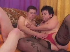 Deux lesbiennes matures s'éclatent - Free Porn - MESVIP