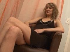 Evy Sky a des petits nichons - Tube Porn - MESVIP
