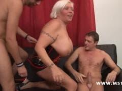Joys et ses très gros nichons  - Vídeo X - MESVIP