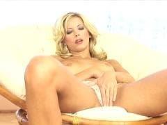 Marcy, une blonde avec des beaux seins - Vídeo - MESVIP