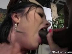 Veruca James, une jolie nana avec des blacks - MESVIP