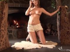 Mili toca-se o peito e mais ainda - HD Vídeo - MESVIP