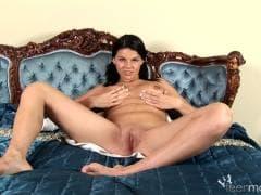 Dasy West est une brune délicieuse - Vídeo Sex - MESVIP