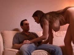 Une nana avec des gros nichons - Tube Porn - MESVIP