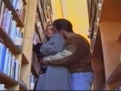 C'est trop bon de baiser entre les livres - MESVIP