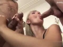 Une belle blonde avec des potes - Porn Tube - MESVIP