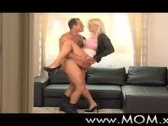 Une belle blonde délicieuse - Vídeo X - MESVIP