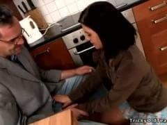 Un homme se tape une jeune - Tube SEX HD - MESVIP